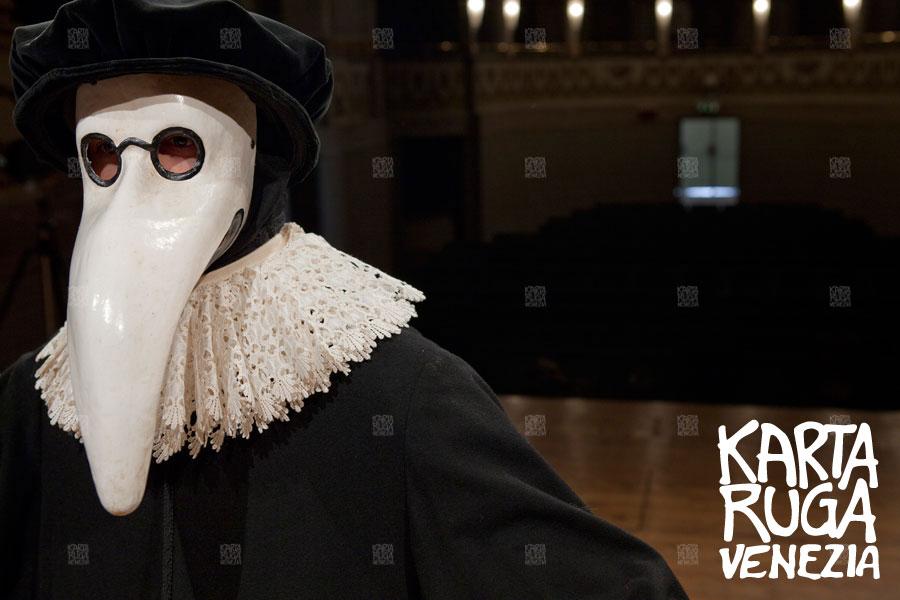 Come decorare la maschera del medico della peste 59c0b6df5f65